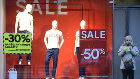 Slevové šílenství: Češi utratili v e-shopech 45 miliard za Vánoce a vrhli se na výprodeje