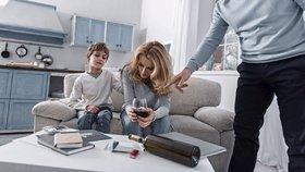 Pití alkoholu před dětmi je nebezpečné a negativně je ovlivňuje, ukázal výzkum