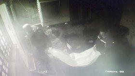 Záhadné úmrtí cizince (†29) v Praze: Před Vánoci vypadl z okna, druhý muž (29) si poranil hlavu