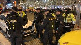 Náročná silvestrovská noc policie v Praze: Řešili vážné nehody, zakázanou pyrotechniku i výtržnictví