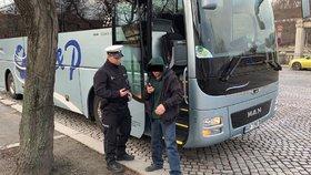 Opilec za volantem! Řidič autobusu vjel na Dvořákovo nábřeží neoprávněně, nadýchal 0,44 promile