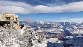 Grand Canyon pod sněhem, na Aljašce šest nad nulou. Američany zaskočily rozmary počasí