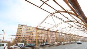 Náročná oprava Slánské začíná: Práce na protihlukové stěně budou trvat dva roky