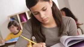 Náctileté agentky? Britská tajná služba hledá talenty i mezi dvanáctiletými dívkami