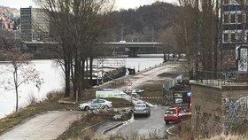 Šokující nález na břehu Vltavy! Ve výkopu objevili granát z 2. světové války, 22 lidí evakuovali
