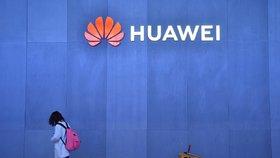Celoevropská stopka pro Huawei? Komise zvažuje pro giganta zákaz na mobilní síť 5G