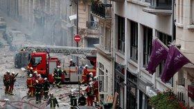 Oběti obří exploze v Paříži jsou už čtyři. Trosky vydaly tělo mladé ženy