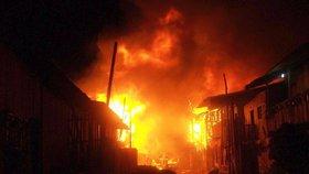 """Podpálili matrace, aby se dostali ven. Při požáru zahynulo 18 lidí na """"odvykačce"""""""
