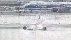 Letadlo s Čechy domů nedoletělo: Boeing mířící do Prahy měl nehodu!