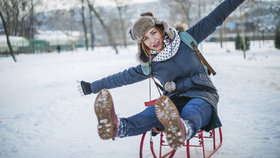 Skládací sáňky, vyhřívané ponožky. Tyhle vychytávky užijete v zimě nejen na horách!