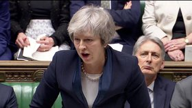 """Mayová """"hasí"""" revoltu ve vládě: Premiérka poprvé připustila odklad brexitu"""