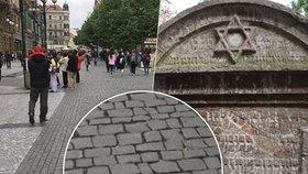 Konec pražské ostudy? Dlažební kostky z židovských náhrobků postupně zmizí z centra Prahy