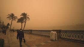 Egypt zasáhla písečná bouře. A sníh v Jeruzalémě zkrátil vyučování