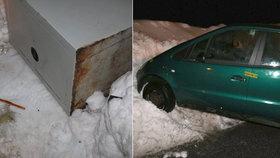Sníh zavařil zlodějům v Harrachově. Ukradený trezor jim uvízl v závěji