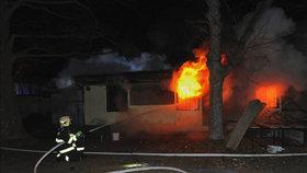 Strahov v plamenech. Požár zachvátil fotbalové šatny a prázdné garáže