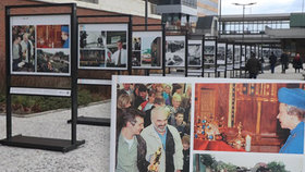 Královna Alžběta u svatováclavské koruny nebo Svěráci s Oscarem: V Praze 13 mají venkovní výstavu