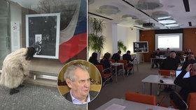 """Protest Prahy 6 proti Zemanovu vyjádření: """"Neúcta!"""" Radu přesunuli k fotografiím Jana Palacha"""