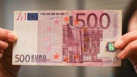 Česko ekonomicky zaostává za eurozónou. Euro zatím nemůže přijmout, říká ČNB