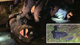 Po dramatické honičce policie dostihla muže a ženu: Měli několik pistolí i nůž!