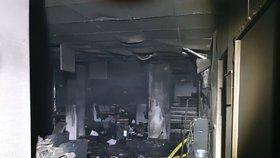 Na rádio zaútočili žháři. Popelem lehlo celé přízemí budovy, redaktoři vyvázli bez zranění