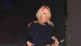 Obě ruce v rozkroku a divočina! Pamela Anderson (50) řádí jako zamlada