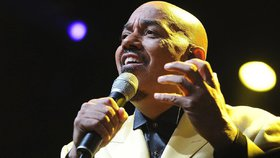 Hudební svět v slzách! Oblíbený zpěvák (†66) podlehl zákeřné nemoci!
