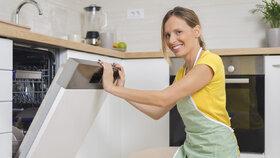 8  neobvyklých věcí, které můžete s klidem dát do myčky na nádobí!