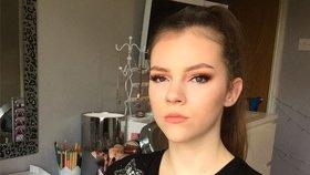 Make-up artistka, která nemá ruce ani nohy! Obdivuhodná dívka boduje na Instagramu