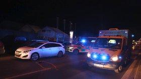 Řidič na Kolbenově srazil chodce: Mladíci (23,24) skončili v nemocnici