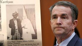"""""""Odstupte,"""" tlačí na guvernéra kvůli rasistické fotce. Politik tvrdí, že muž v kápi není on"""