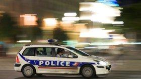 Falešní policisté se zaměřili na seniory: Namísto zatýkání kradli jako straky!