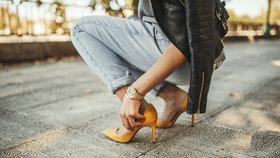 První jarní boty v obchodech! Tyhle barvy a vzory vám nesmějí chybět 12954d0d32
