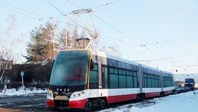 Tramvaje 15T mají problém: Kvůli množství vykolejení hrozí, že budou po Praze jezdit pomaleji