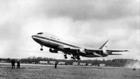 Legendární Boeing 747 slaví padesátku. Po hladkém zkušebním letu přišly potíže