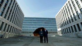 Merkelová se dme pýchou. Špionážním superkomplexem Němci předčili i CIA
