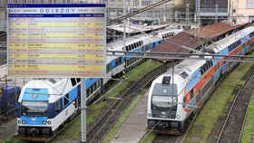 Problémy na pražské železnici: Vlaky na Masarykově i hlavním nádraží nabírají velká zpoždění