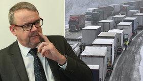 Ministr Ťok pro Blesk: Za D1 se řidičům omlouvám, ale kolapsy budou dál