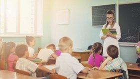Učitelé si polepší skoro o tři tisícovky, chtějí víc. Schillerová zmínila cupování rozpočtu