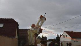 Kamion v Sobíně zdemoloval kapličku, šla k zemi! Na místě stála víc než 130 let