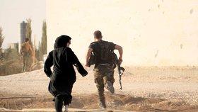 Vítěství nad ISIS je blízko, věří velitel. Džihádisté jsou obklíčeni a pod palbou