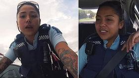"""Krásná policistka okouzlila tisíce lidí: """"Od té bych bych se rád nechal zatknout,"""" říkají její fanoušci"""