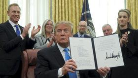 Trump rozjíždí nové hvězdné války. Buduje speciální vesmírné ozbrojené síly