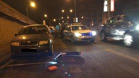 Namol zpitý mladík se proháněl Prahou na elektrokoloběžce: Přepadl přes řídítka, skončil v nemocnici!