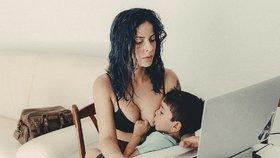 Matka kojící 4letého syna pobouřila internet: Pedofilko, nadávají ji
