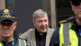 Skandál v církvi míří k papeži. Kardinál si má za zneužívání chlapců odsedět 50 let