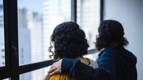 """""""Rodina nás zavraždí,"""" prosí zoufalé saúdské sestry Hongkong. Hrozí jim deportace domů"""