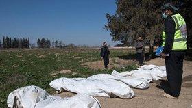Děsivý nález v Sýrii: Hromadný hrob ukrýval těla desítek žen s uříznutými hlavami