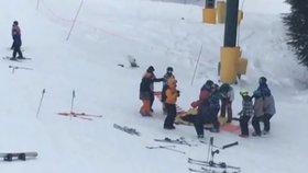 Malá dívenka (6) spadla v Harrachově z lanovky: Z ublížení na zdraví obžalovali její babičku