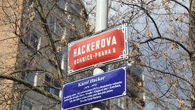 Na osmičce prozrazují původ svých ulic. Modré cedule ale obíhat nemusíte