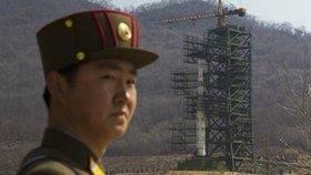 Kim částečně obnovil raketovou střelnici, odhalil satelit po summitu s Trumpem